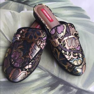 UNIONBAY  TAPESTRY LIKE MULTI COLOR MULES 6M